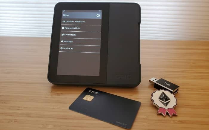An image of the Lattice1 hardware wallet with the SafeCard